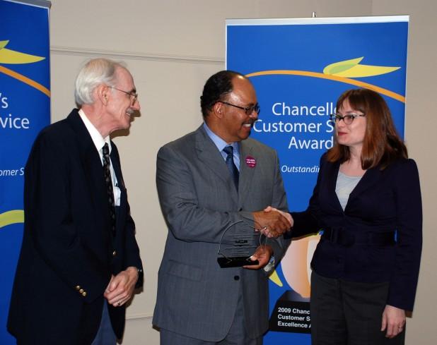 Chancellor Davis presents Customer Service Award to Newspaper Digitization Team